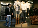 Levi Strauss names new global retail leader