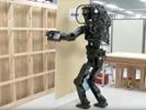 Video: Robot mimics human construction worker