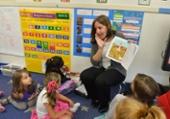 students reading phonics