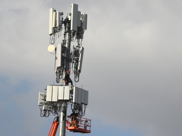 FCC clears 5G devices, towers of health hazards