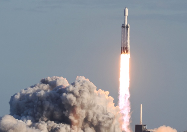 SpaceX Falcon Heavy rocket will launch internet satellite to serve Alaska in 2022