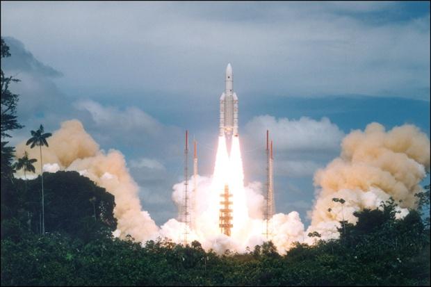 Ariane 5 rocket launching 2 communications satellites today: Watch it live