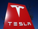 Tesla debuts almost-autonomous electric semitrailer