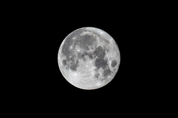 Rare Blue Moon, the last until 2023, wows stargazers (photos)