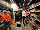 Amazon debuts full-size cashierless grocery store