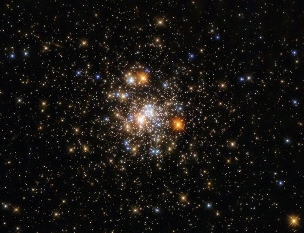 Vibrant globular cluster sparkles in new Hubble photo
