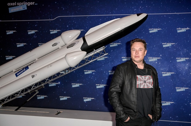 Russia's space chief invites SpaceX's Elon Musk over for tea