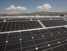 沃尔玛说太阳能电池板在屋顶上的太阳能电池板
